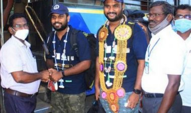 Guinness Travel Record: Two Pondicherry students travel 23 states across 35000 km in public transport