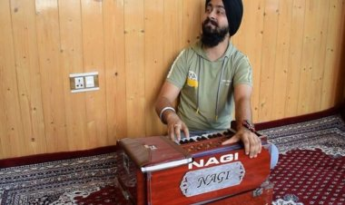 Sanam, a young music teacher becomes an overnight sensation in the Kashmir valley